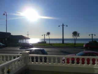 SEA FRONT / PROMENADE LOCATION HOLIDAY APARTMENT    Isle Of Man  4 STAR