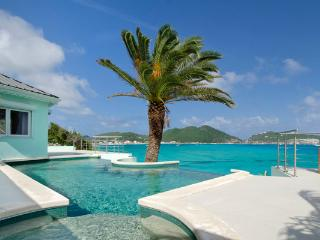 EL SUENO...unsual oceanfront villa with amazing views of Great Bay Harbor... fabulous!!, Philipsburg
