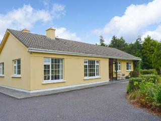 GAP OF DUNLOE, detached, open fire, off road parking, garden, near Beaufort, Ref 27075
