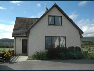 Family House 100 yards from Brora Beach.