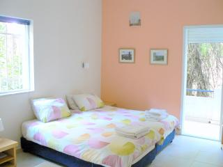 Great Studio Rehavia apartment (6)