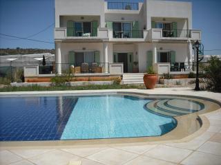 RuthiesRooms  Studio Apartments, Chania,Crete., La Canea
