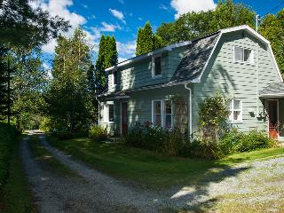 Rustic Country House close to the lake, North Hatley