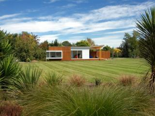 Garden setting spacious lawns for privacy and fun