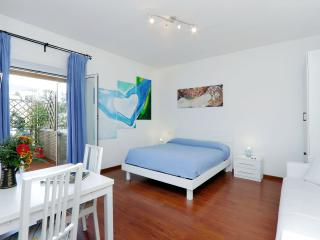 St. Peter's Studio Blue - Charming and bright apartment in Rome's San Pietro, Roma