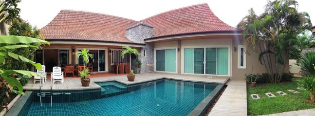 Villa with pool & jacuzzi