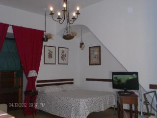 Studio apartment in historical building of 1600 with INTERNET WI-FI, Nápoles