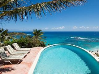 Sea Haven - Ideal for Couples and Families, Beautiful Pool and Beach