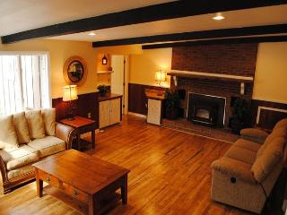 Spacious 3-bedroom Cabin minutes from Kentuck Knob and Ohiopyle!
