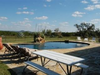 3/2 & 1/1 Pool/ Hot Tub!  Bandera TX Ranch