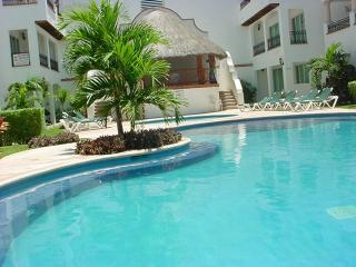 Gaviotas II, Condo 210, 4 blocks to beach, pool., Playa del Carmen