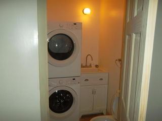 Laundry room / powder room