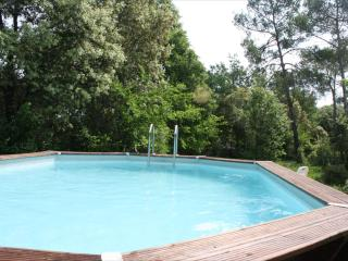 La Yourte : yurt, jacuzzi and garden