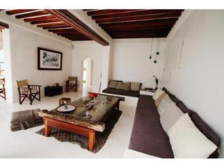 The main lounge, spacy.