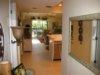 Beautifully furnished condo 15mins from the beach, Englewood