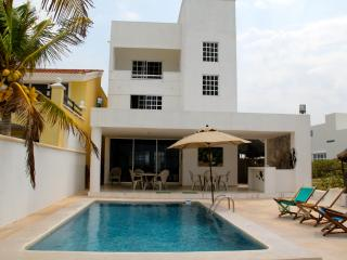 Ha-Uay private beach getaway w/pool, Progreso