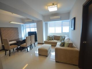 Eastwood LeGrand 1 - 2BR Condo - Safe & Clean