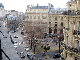 Champ Elysees Vacation Rental at Etoile Galilee, Paris