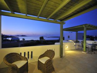 Beach Apartment -romantic  apartment with amazing sea view..., Naoussa