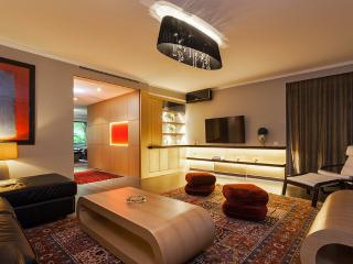 High-End Paris Apartment Close to the Champs Elysees