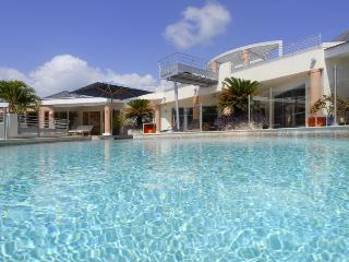 Blue Palm (Dema) at Terres Basses, Saint Maarten - Ocean View, Walk To Beach, Fully Air Conditioned