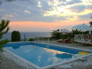 Villa Alex with a view to Ionian Sea!, Preveza