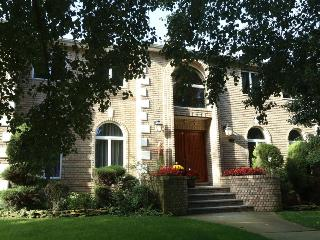 BEAUTIFUL 4BR/4BA HOUSE, NY City Borough, Billiard, Wood burning Fireplace!, Staten Island