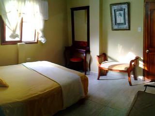 Puerto Lopez Deluxe 2nd FL Room Apt/Hotel w/Pool