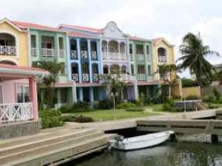 Luxury Waterfront Villa A Few Mins Walk from Beach, Gros Islet