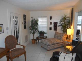 Seagrape cottage by the Intracoastal Waterway, West Palm Beach