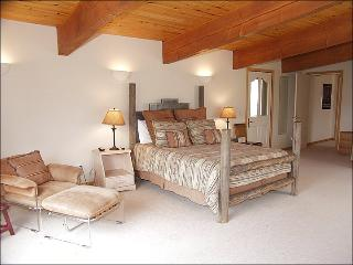 Master Bedroom w/King bed and 2 twins