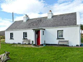 SOUND COTTAGE, pets welcome, sea view, multi-fuel stove, ground floor cottage near Achill Sound, Ref. 13594