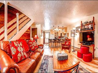 Close to Snowflake Lift and Main Street - Stylish Mountain Charm & Lovely Views (13393), Breckenridge