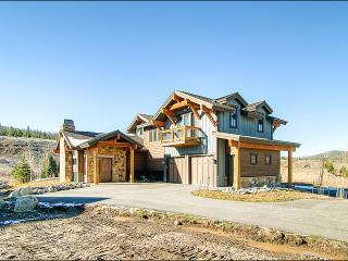 Luxury Townhome - Situated Next to the Blue River (5563), Breckenridge