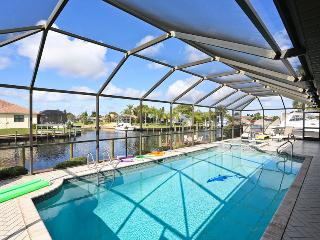 Villa Angie - Large Pool, amazing view, Cape Coral