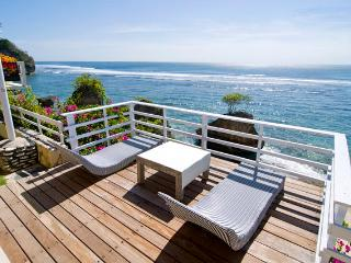 Bingin Surf Beach House, Deeksha Warung