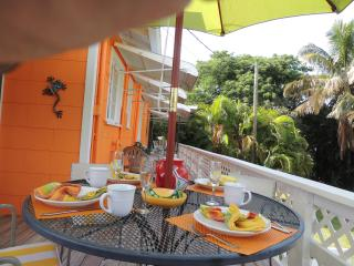 Sunny days and warm breezes await you at our adorable Sunkissed Cottage!