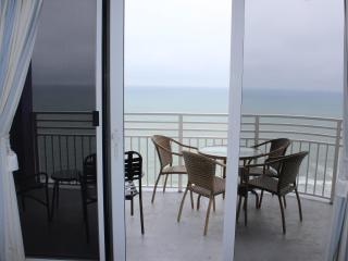 2 Bedroom Deluxe Ocean Front Free WIFI