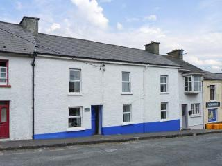 THE PHOENIX, pet-friendly, WiFi, en-suite facilities, open fire, near the coast, in Castletownshend, Ref. 26305