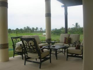 5 star 4000sq. ft. condo, panoramic views, private pool, w/ golf clubs