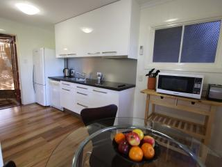 Quiet inner city luxury apartment including breakfast