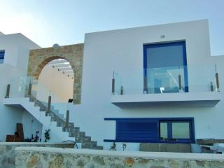 Villa Wonder Wings - Karpathos: 30mt from the sea!, Cárpatos