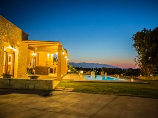 Luxury Villa Lucia Walking Distance To Sundy Beach, Rethymnon