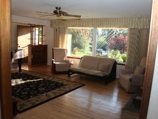 Beautiful 3 Bedroom Ranch House with Grand Piano, Edmonds