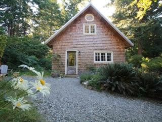 Perrywinkle Cottage - Bliss on Quadra Island!