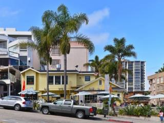 Cody House-condo in heart of Village w/ocean views, La Jolla