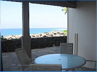 Surf and Racquet 5102 2/2 oceanfront, holiday rental in Kailua-Kona