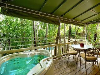 Flamingo Hideaway - Private Hot Tub. Lush Landscape In Old Town Key West