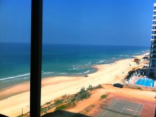 Amazing beach Apt at daniel hotel herzlia pituch, Herzlia