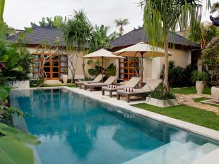 in the heart of Seminyak – new Villa Dayak-Asmat